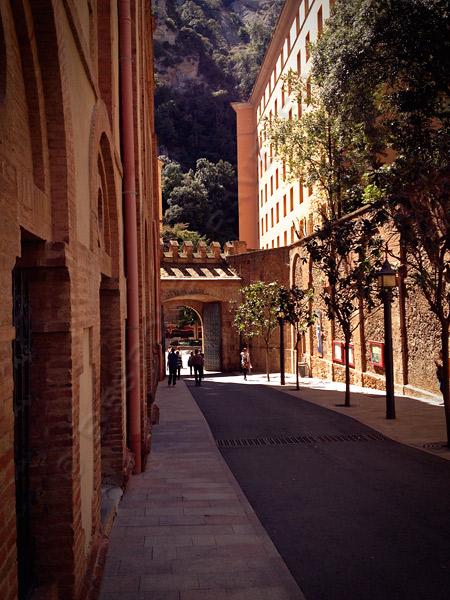 Montserrat-alley