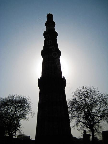 Qutub-Minar-silhouette