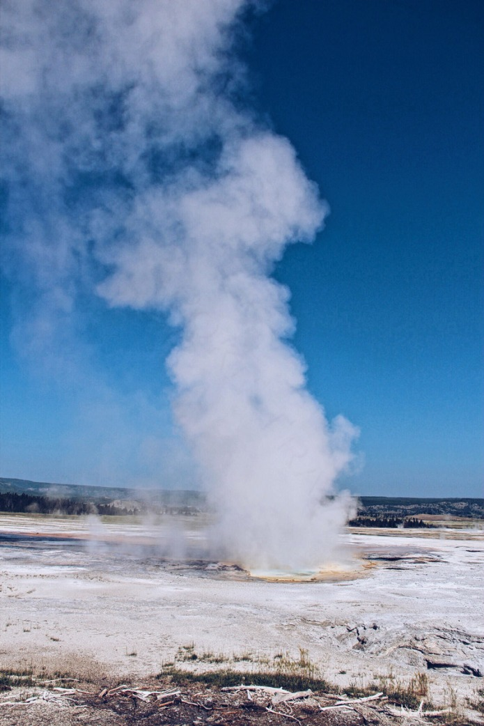 Yellowstone-geyser