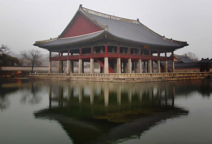 gyeongbok-lake-bt